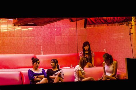 Picturing SE Asia: Indonesia Closes Red-light District