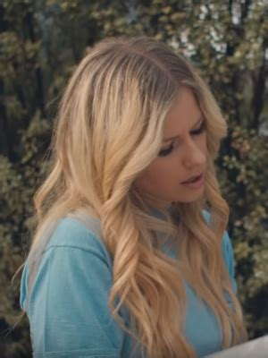 """Avril Lavigne: Neuer Song """"Tell Me It's Over"""" – laut"""